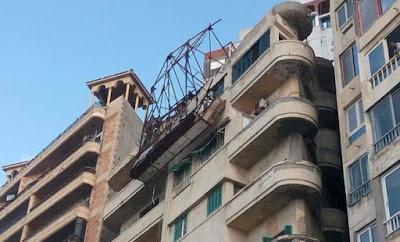 فيديو جديد لحظة سقوط لوحة إعلانات على سائق بالإسكندرية