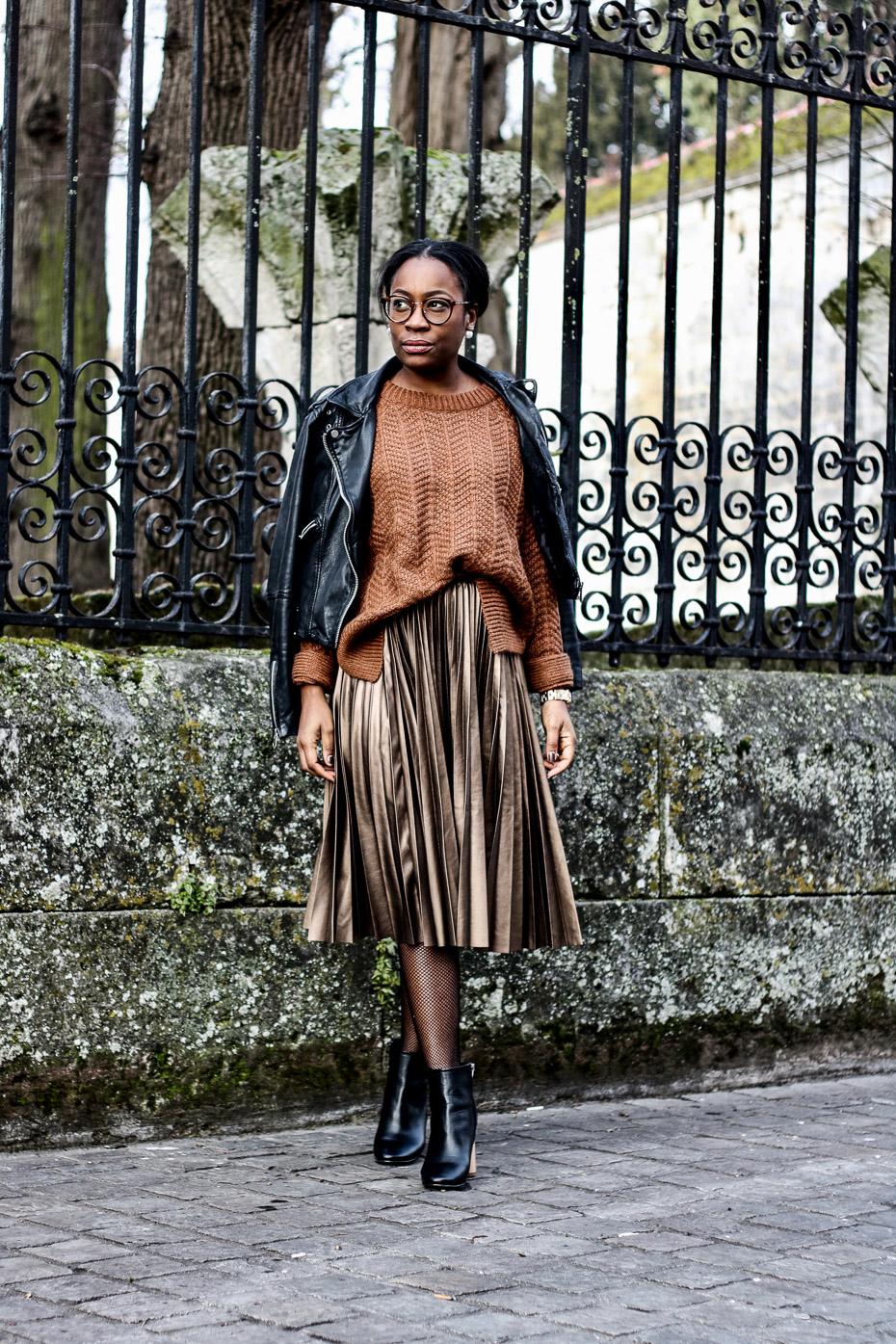 une-tenue-chic-avec-une-jupe-plissée