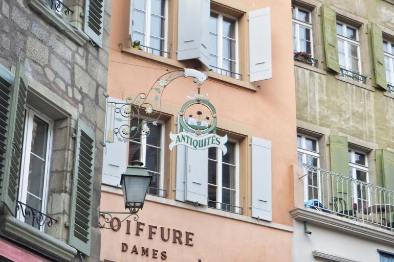 Enseigne dans les rues de Lausanne en Suisse