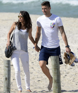 Giroud And Wife Jennifer On Beach