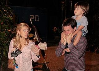 f441c7aad A tarde de domingo (18)Carolina Dieckmann e sua familia foi festa de Júlia