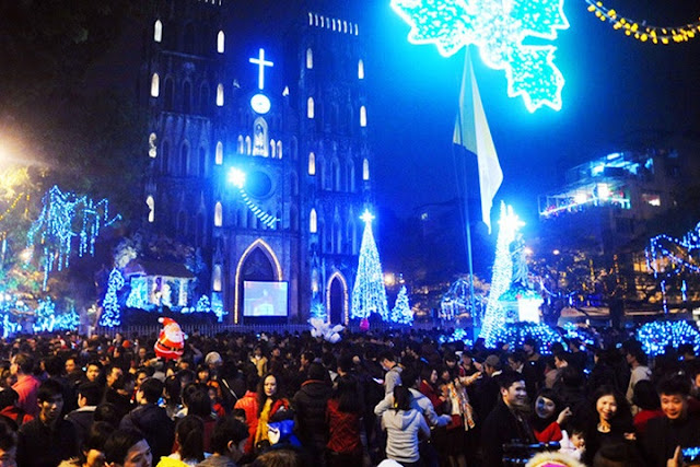 Hanoi Cathedral is magnificent on Christmas Eve 1