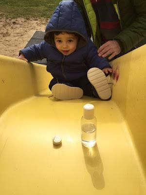 Toallitas-Naps-en-el-parque-con-Javier