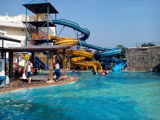 kolam renang water park cibinong