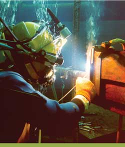 Subsea Pipeline Engineering Pengelasan Bawah Laut Oleh Diver