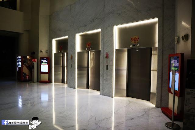 IMG 4520 - 熱血採訪│凱度高空咖啡館,隱藏在高樓大廈裡的夜景咖啡,百元有找,談生意、約會好地方