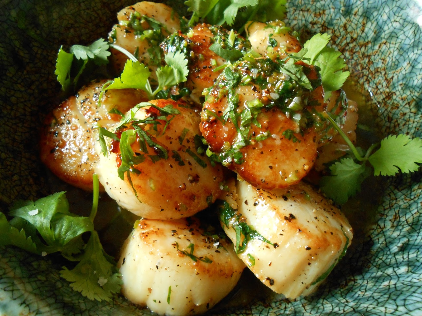 Bake and Baste PanSeared Scallops with Cilantro Lemon