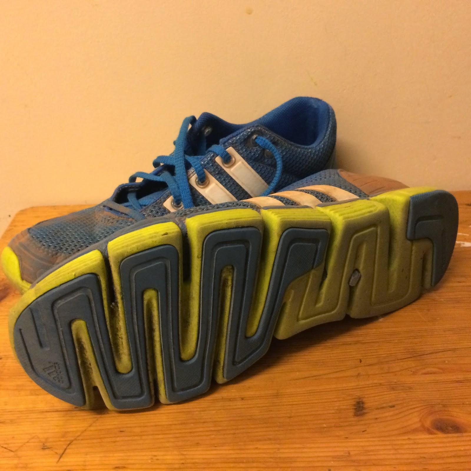 paljasjalkakengät Adidas