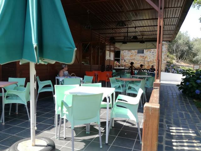 Esplanada do Bar da Praia Fluvial do Pessegueiro