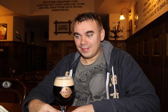 Kun olut on todettu haluttavaksi, on aika tarttua lasiin varmoin ottein. Läikkynyt olut on hukkaan mennyttä olutta!