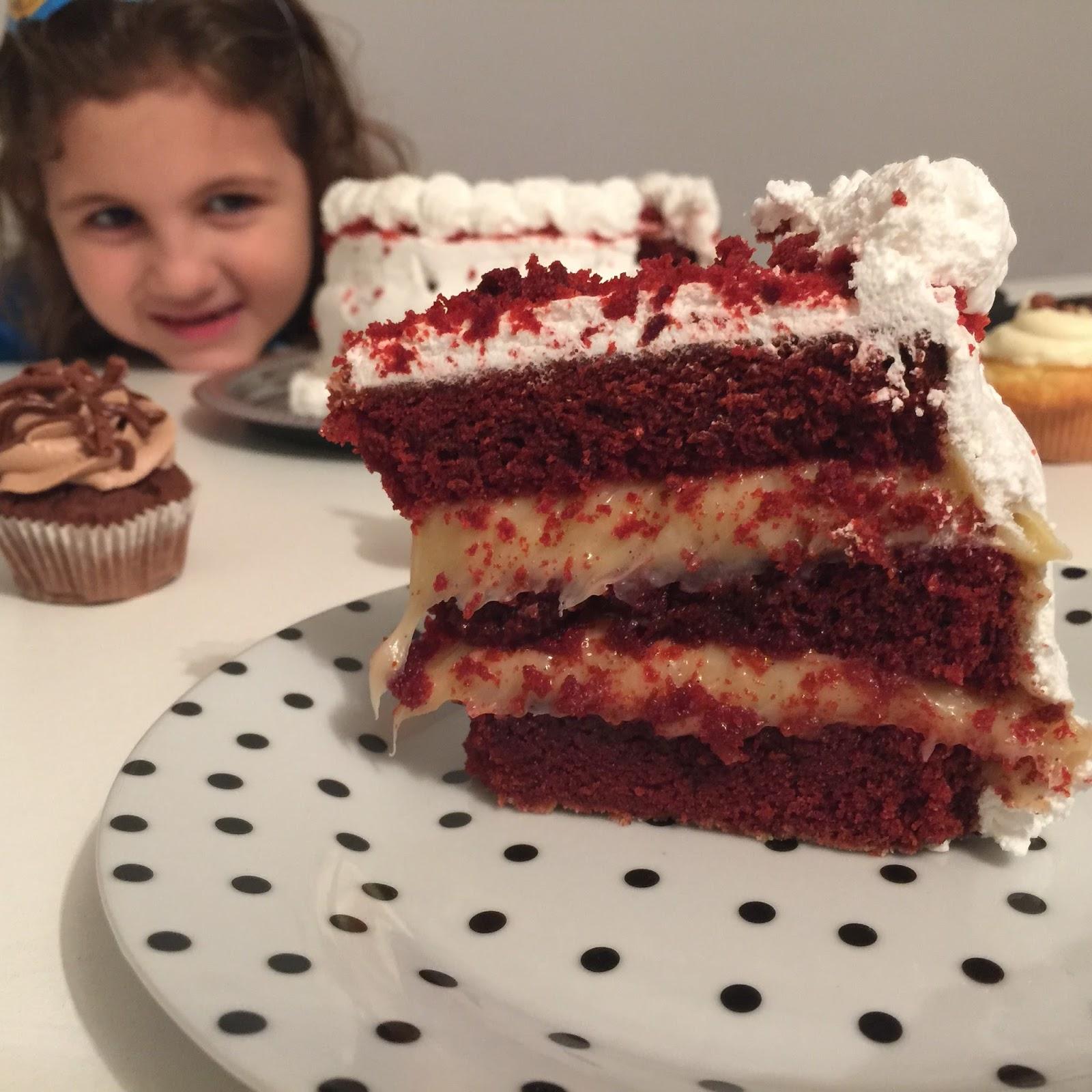 festa #GatocaFaz7 bolo red velvet /cupcakes Sugar Bakery Curitiba ... blog Mamãe de Salto, todos os direitos reservados