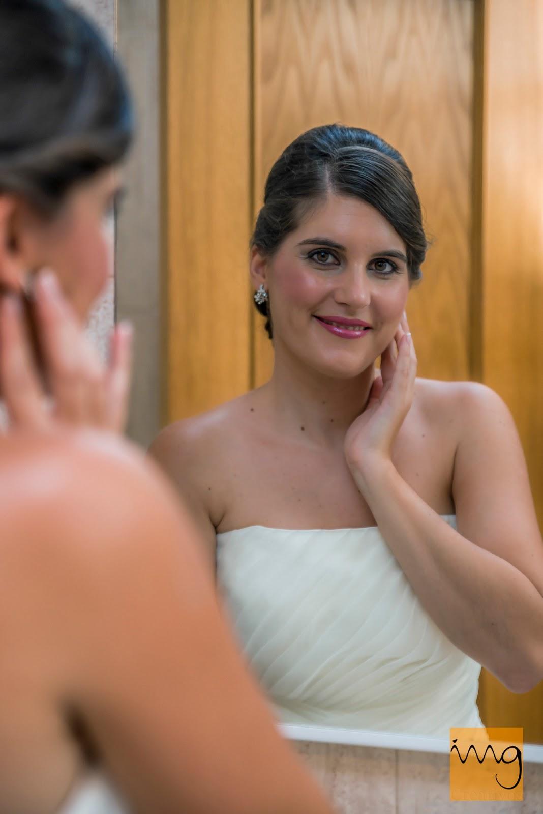 Fotografía de la novia en el espejo