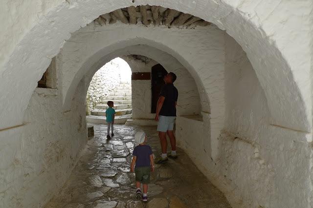 Co zobaczyć na Naxos - Apiranthos-miasteczko labirynt/What to see on Naxos - Apiranthos - a maze village