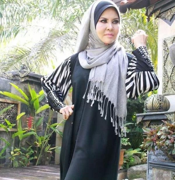 PASTI ANDA TAK PERCAYA! Inilah Wajah Sebenar Ibu Dato Aliff Syukri Yang Sentiasa Awet Muda