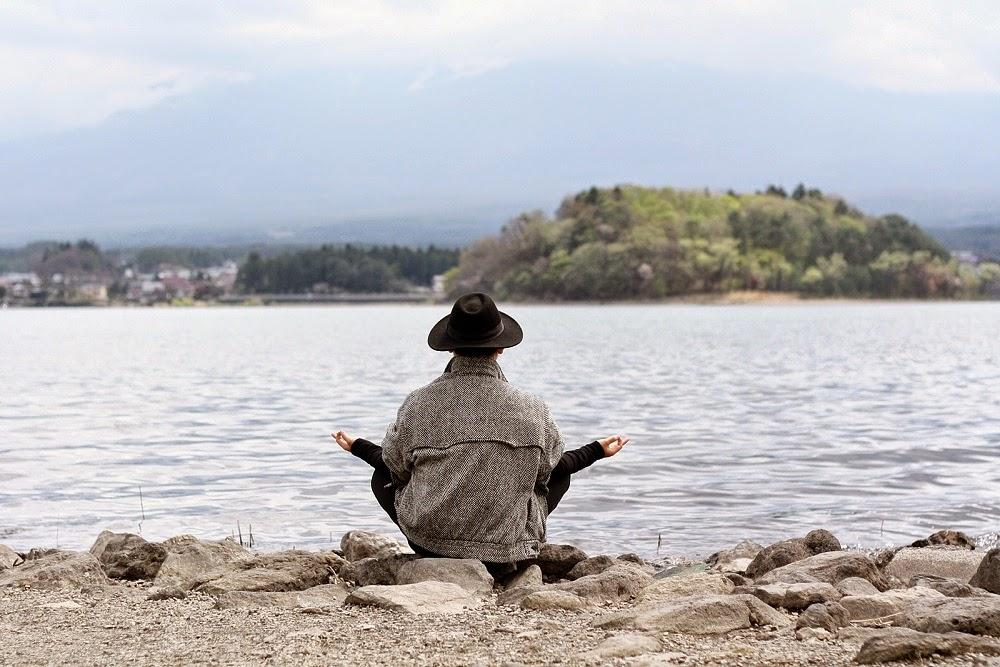 DELUXSHIONIST TRAVEL TO LAKE KAWAGUCHIKO YAMANASHI JAPAN BY TOKYO RAIL DAYS INDONESIA