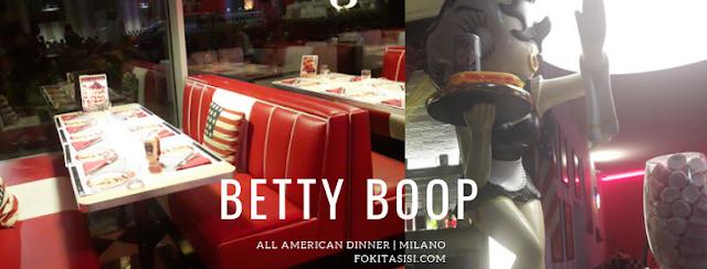 (Imagen) Cuando vas a la caja a pagar te querrás tomar una foto con el sexy maniquí de Betty Boop que sostiene una bebida gaseosa y un hotdog
