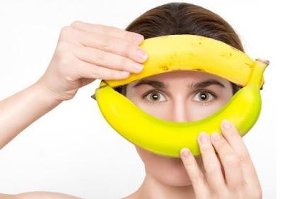 Enlever les taches de l'acné avec les pelures de banane