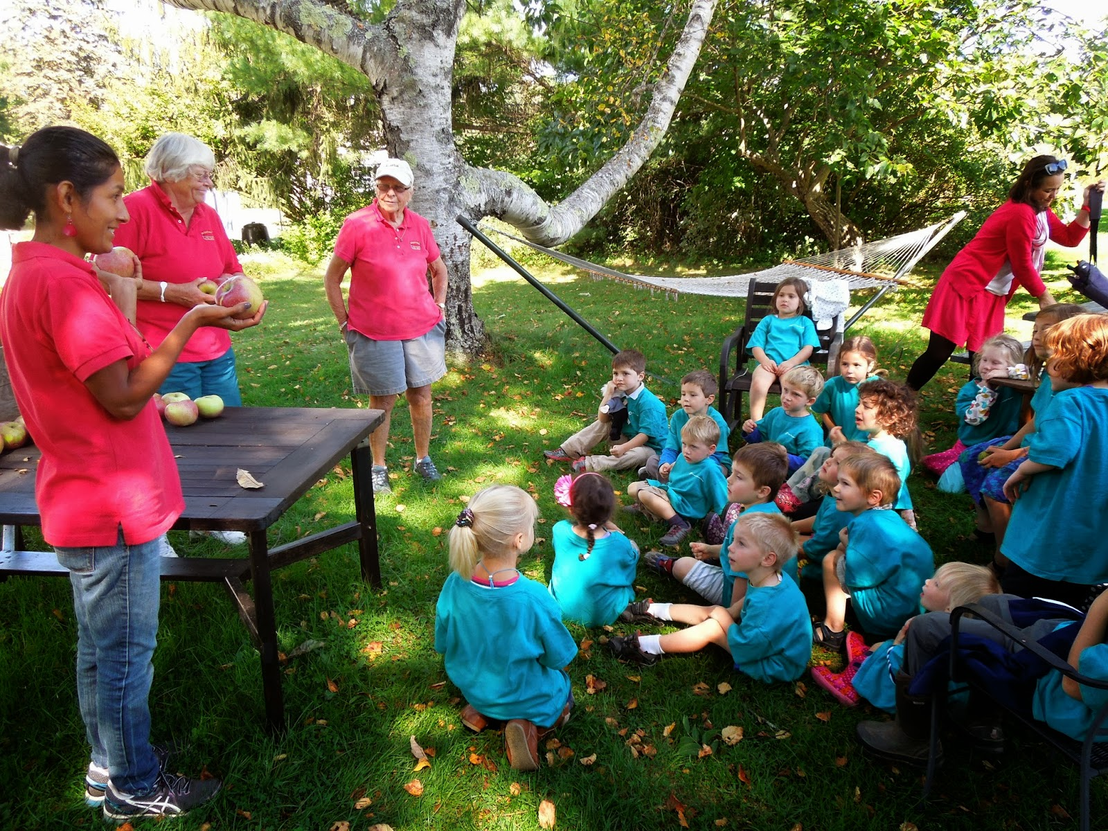 L Ecole Francaise Du Maine Apple Picking Field Trip For Preschool And Kindergarten