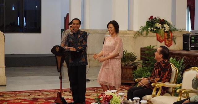 Saat Jokowi Singgung Raisa yang Memandangi Dirinya