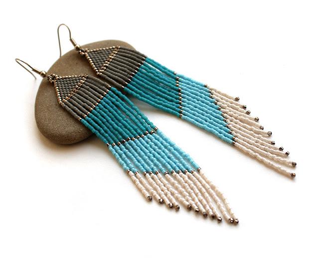 Купить оригинальные украшения из бисера. Купить очень длинные этнические серьги ручной работы из бисера. Интернет-магазин авторской бижутерии.