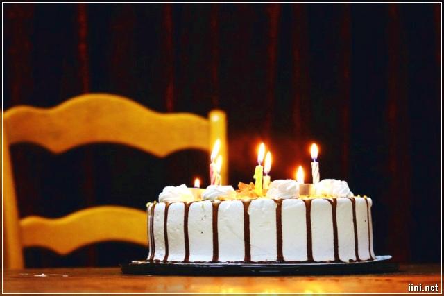 ngày sinh nhật không để thiếu bánh kem
