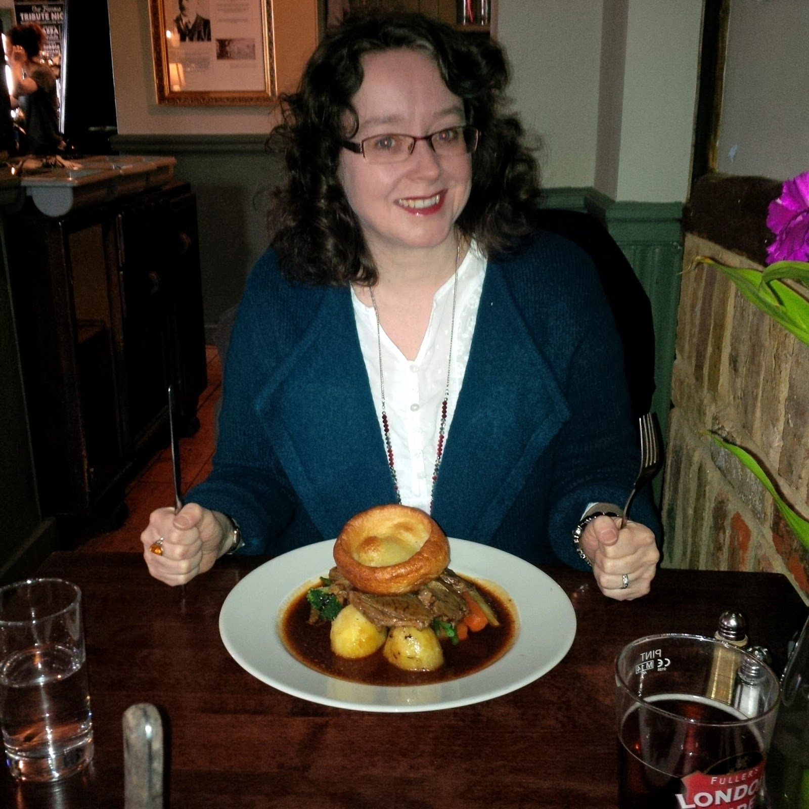 Sunday Roast at the pub | Petite Silver Vixen