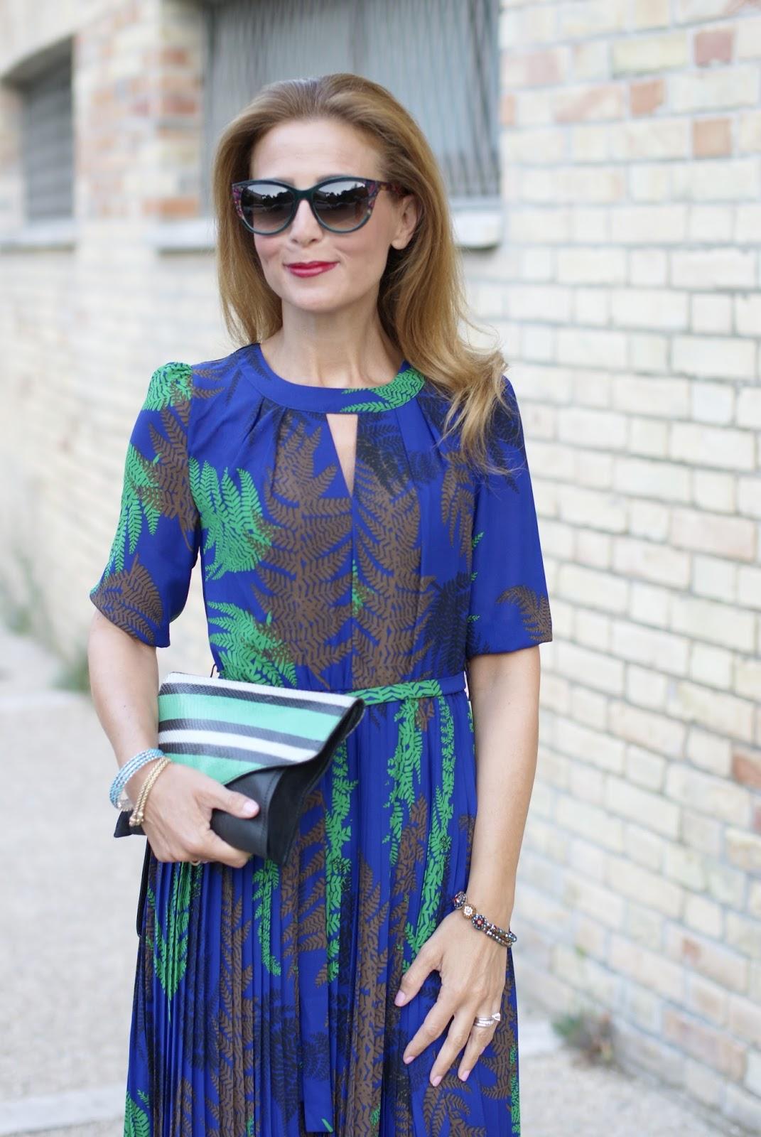 Bracciali blu girl summer long dress