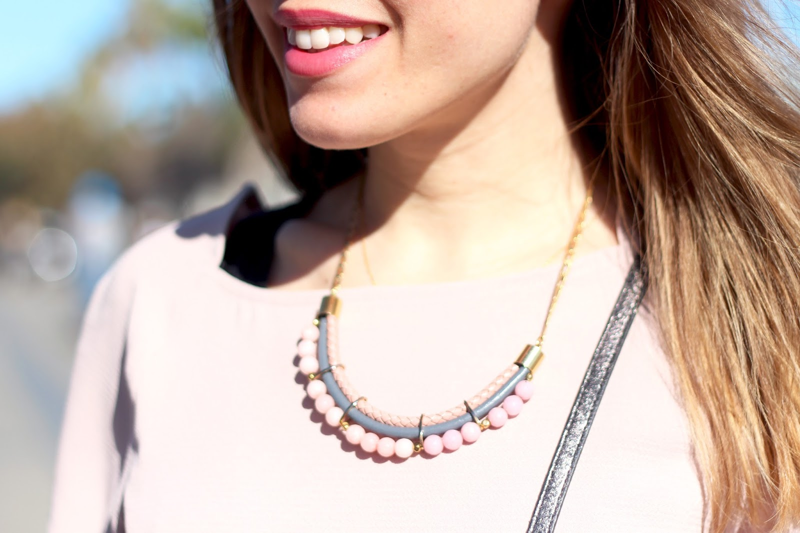 collier perles rose gris