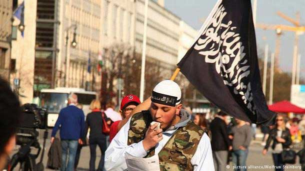 Γκάμπριελ: Να απελαθούν οι ακραίοι ισλαμιστές ιεροκήρυκες