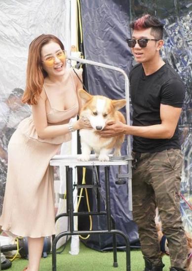 Ngân 98 facebook lộ núm lộ hàng lộ nhũ hoa khi chơi chó