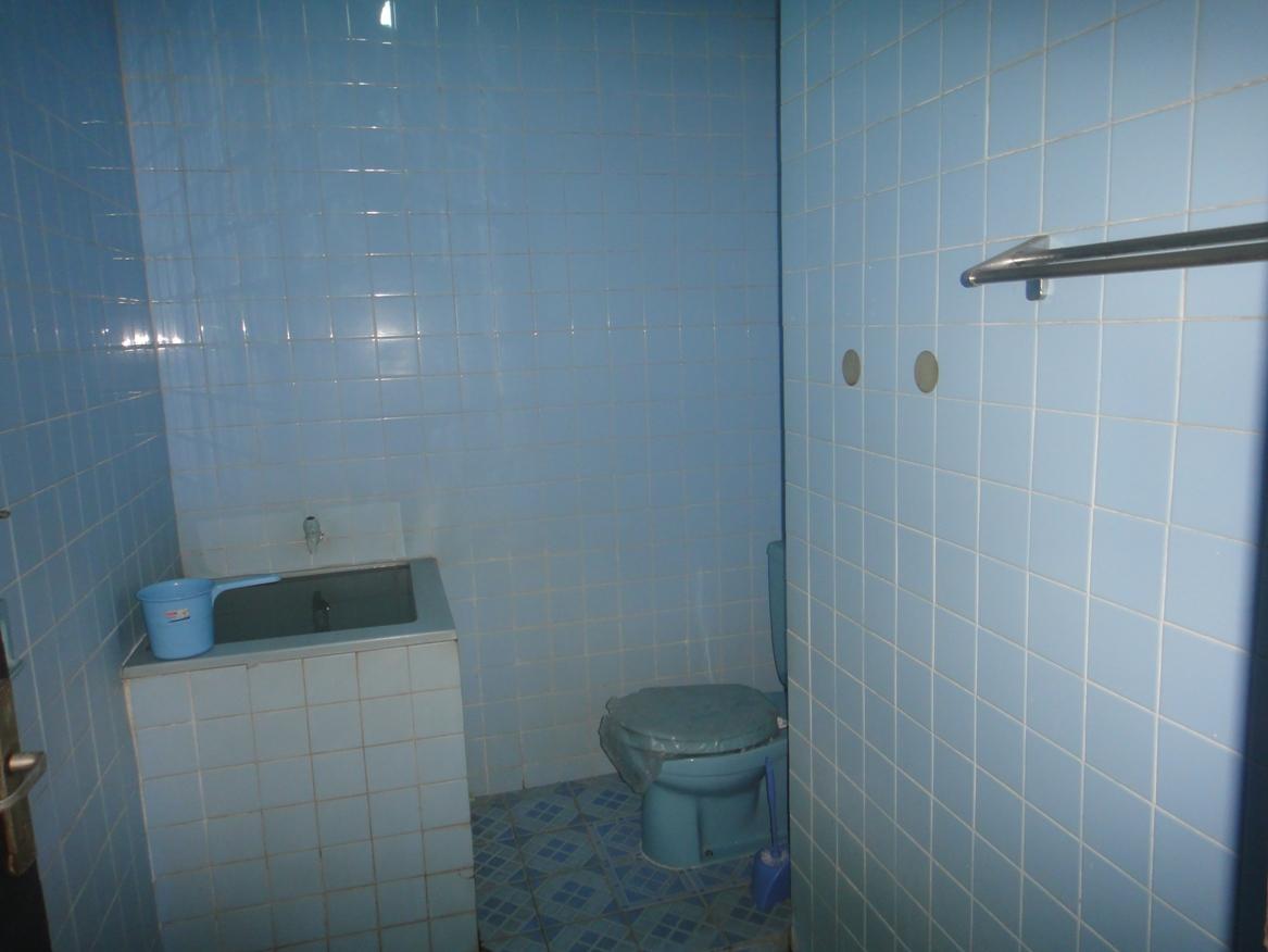 Keramik lantai kamar mandi warna biru desain rumah for Dekor kamar hotel buat ulang tahun