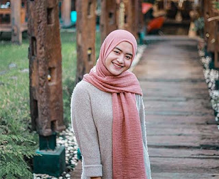 Woro Widowati Jilbab Pink