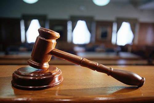 Por presunto abuso de dos menores de 13 y 15 años fueron asegurados madre y padrastro