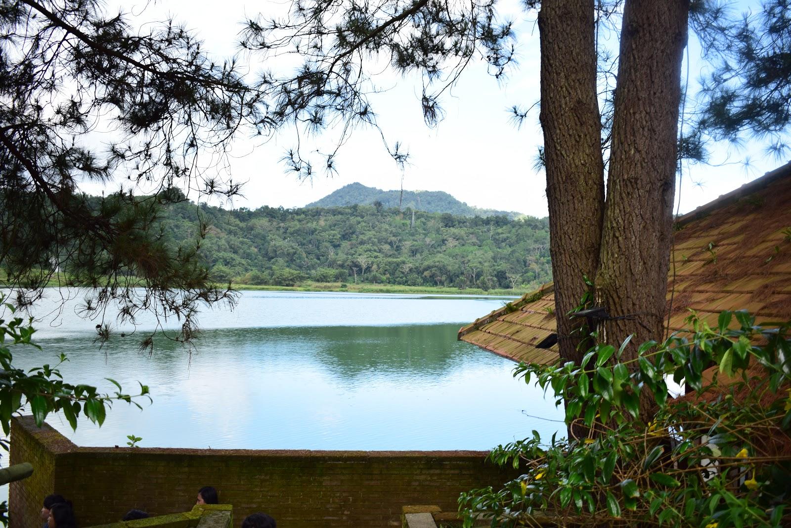 gerbang masuk danau linow