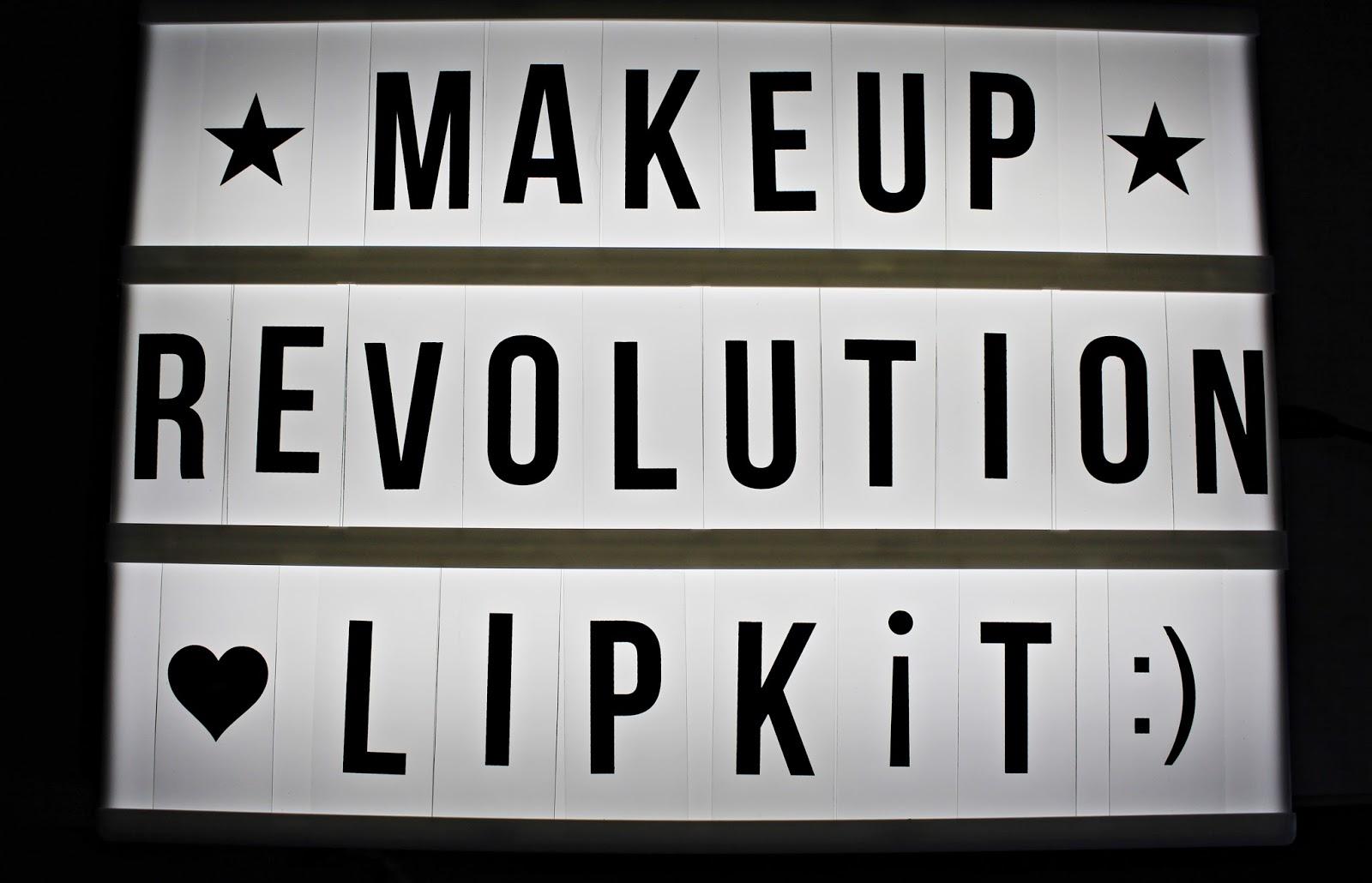 Retro LUXE - Matte, Metallic & Gloss LIP KIT - Makeup Revolution