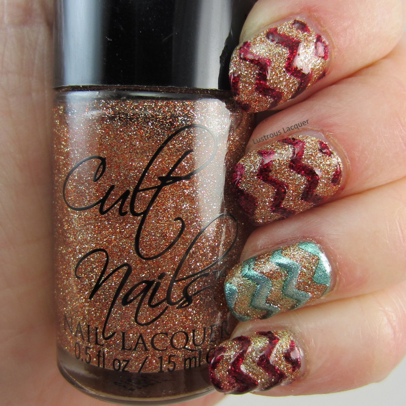 Chevron-manicure-using-glitter