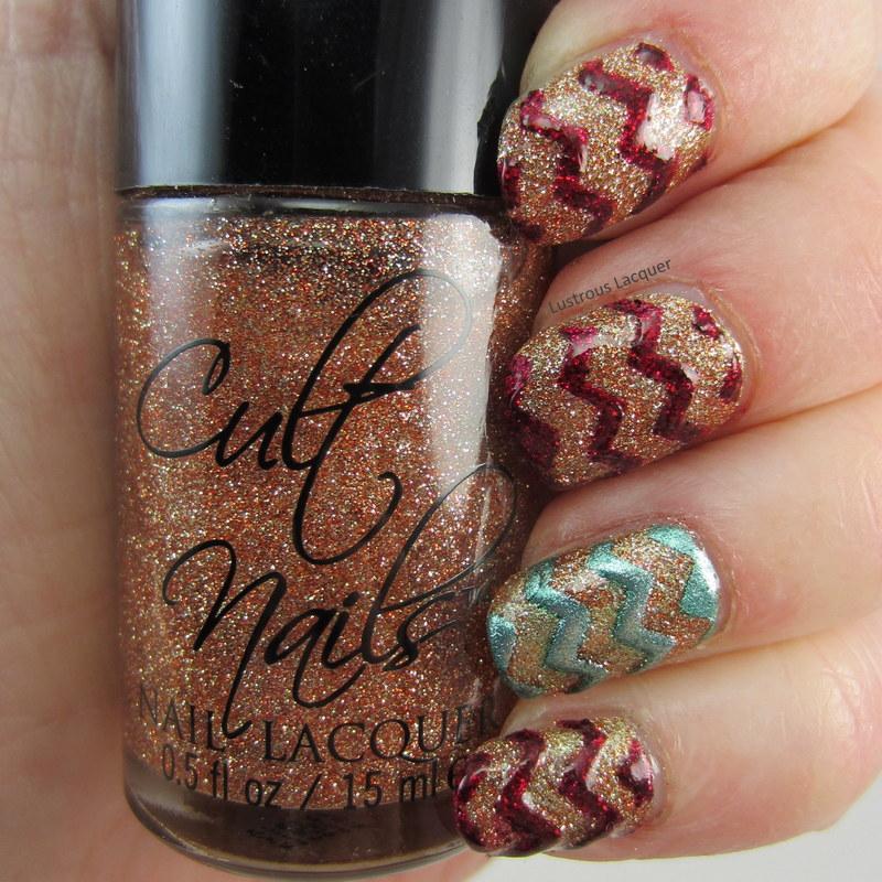 Chevron-manicure-using-glitter