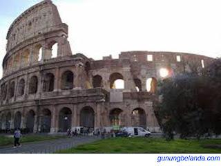 Apakah Roma juga disebut kota Tujuh Bukit?