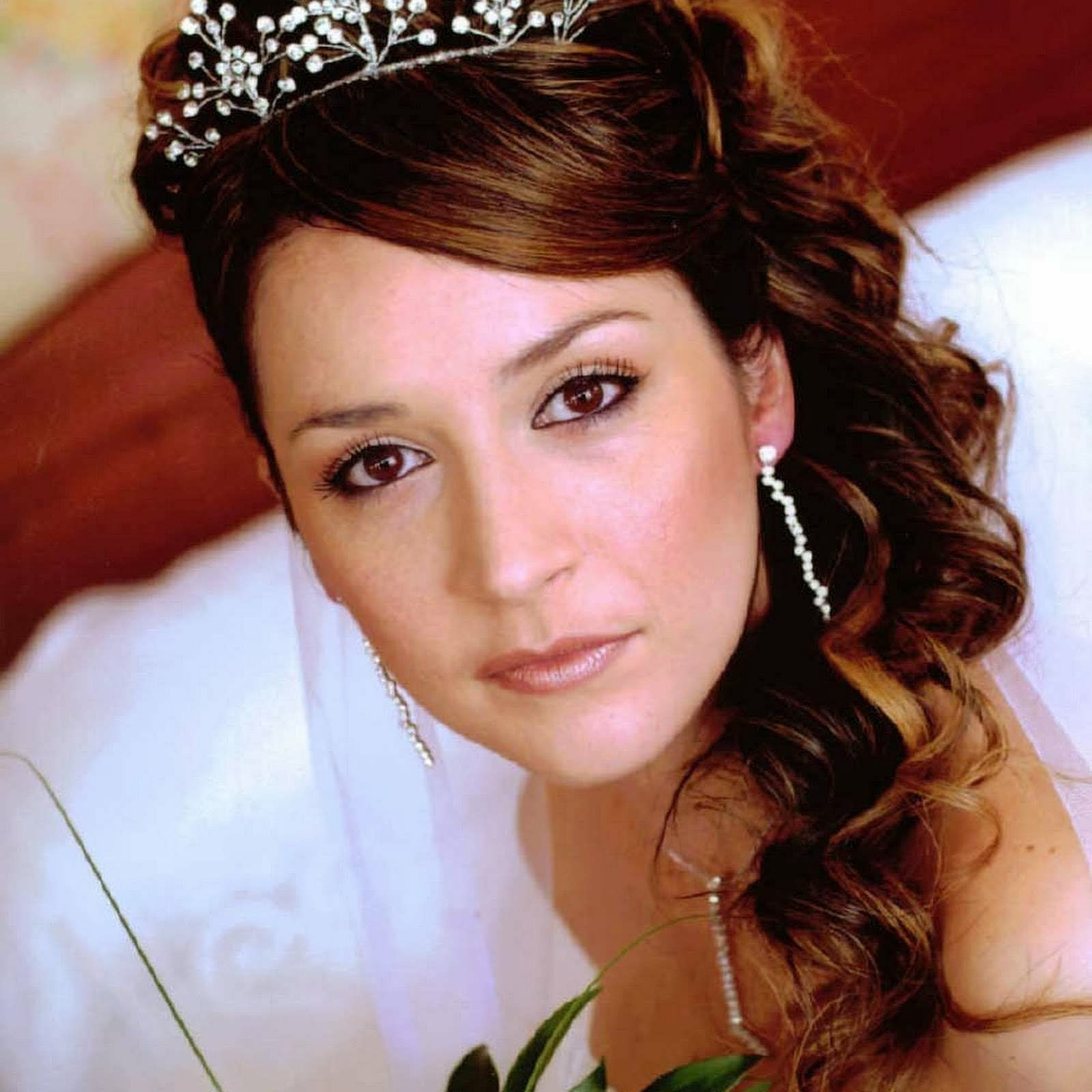 18 Creative And Unique Wedding Hairstyles For Long Hair: Wedding Hairstyles With Tiara 2014