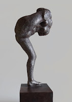 Edith Lafay-sculpture- femme-levant- la-jambe-