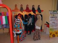furniture semarang - etalase pakaian butik distro muslim hijaber 08