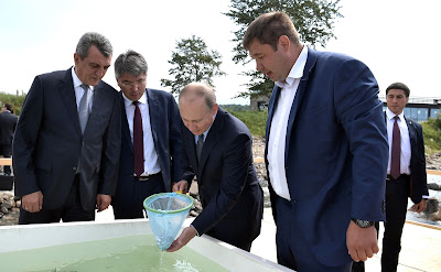 Vladimir Putin before the ceremony of releasing Baikal omul fry into Lake Baikal.