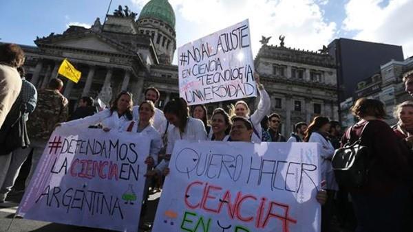 Científicos argentinos protestan contra recorte presupuestario