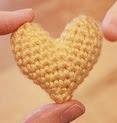 http://translate.googleusercontent.com/translate_c?depth=1&hl=es&rurl=translate.google.es&sl=auto&tl=es&u=http://mamachee.com/2011/01/16/crochet-pattern-little-heart-plushy/&usg=ALkJrhjZbmp6oCteRdMMLX0TzhUwunMYiw