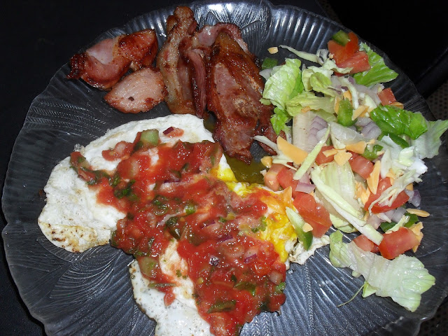 Atkins Breakfast: Fried Eggs with Salsa, Lean Bacon, Lettuce Salad