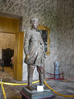Estatua del emperador Khai Dinh de Hue