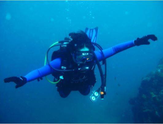 Jessy vs. Angel: Judge Who Has The Better Underwater Photo!