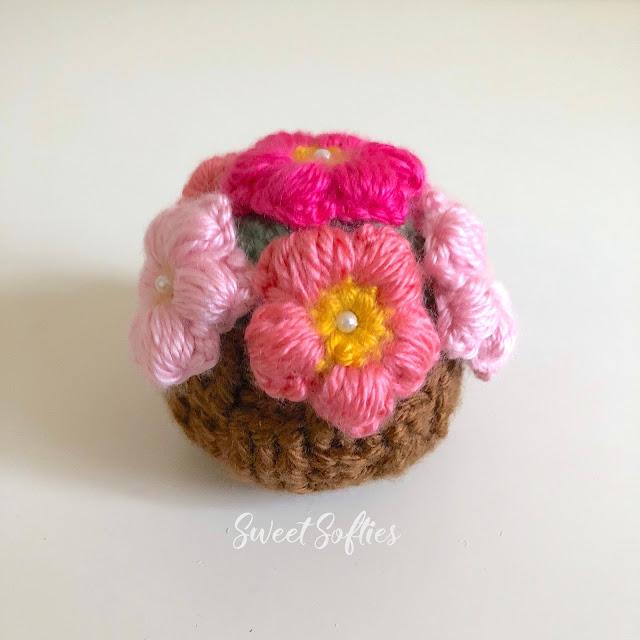 http://www.sweetsofties.com/2018/01/loving-you-flower-pot-free-crochet.html