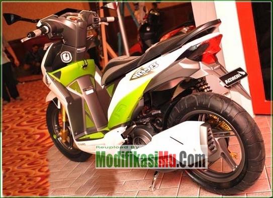 Knalpot Honda CBR 250 dan Pelek Racing - Cara Modifikasi All New Honda Beat PGM FI Putih Simpel Futuristik