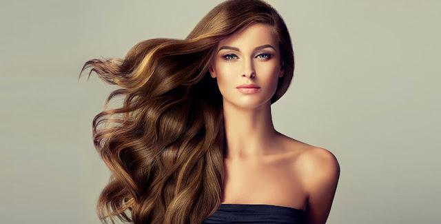 قناع الكركديه والحلبة لفرد الشعر وإكسابه اللمعان الطبيعي